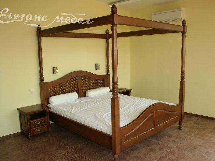 Легло от масив с балдахин