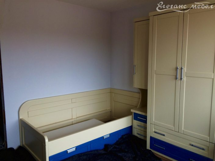 Детски спален комплект с гардероб от масив