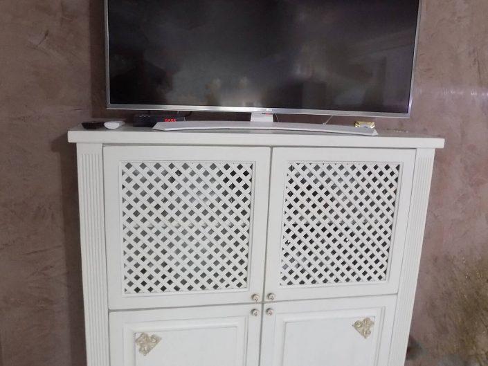 TV шкаф от масив - бук