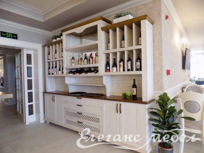 Шкаф за вино от дърво