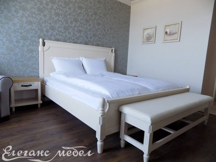 Спалня от дърво