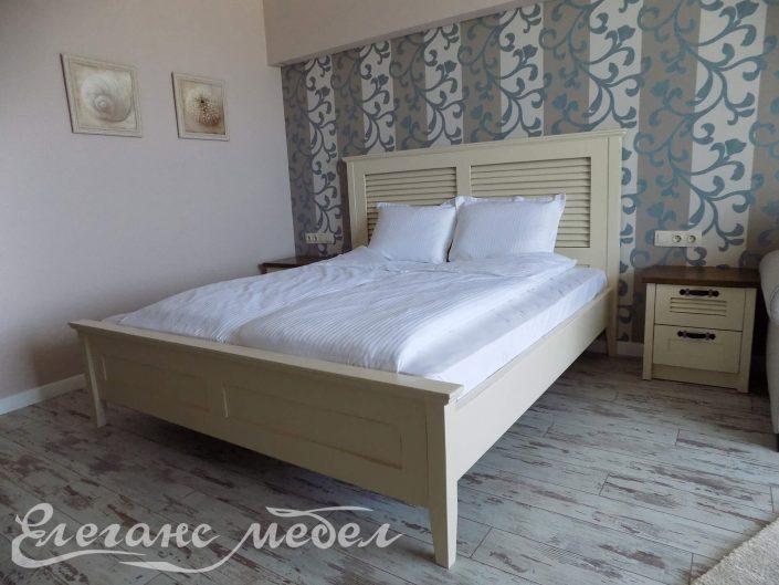 Спалня от масив с щори