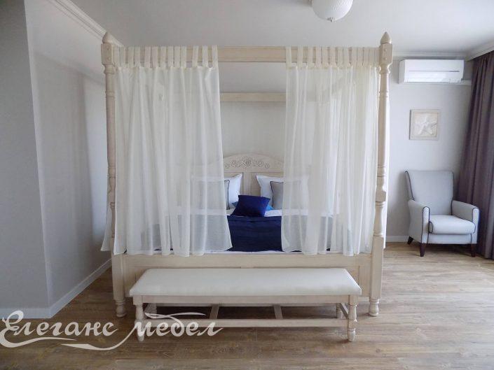 Легло от масив с балдахин и лежанка