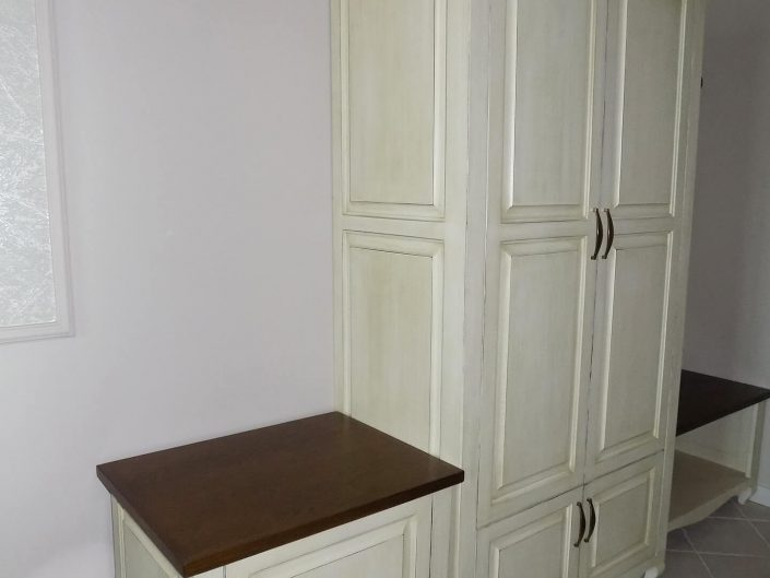 Гардероб, шкаф за обувки и куфарник