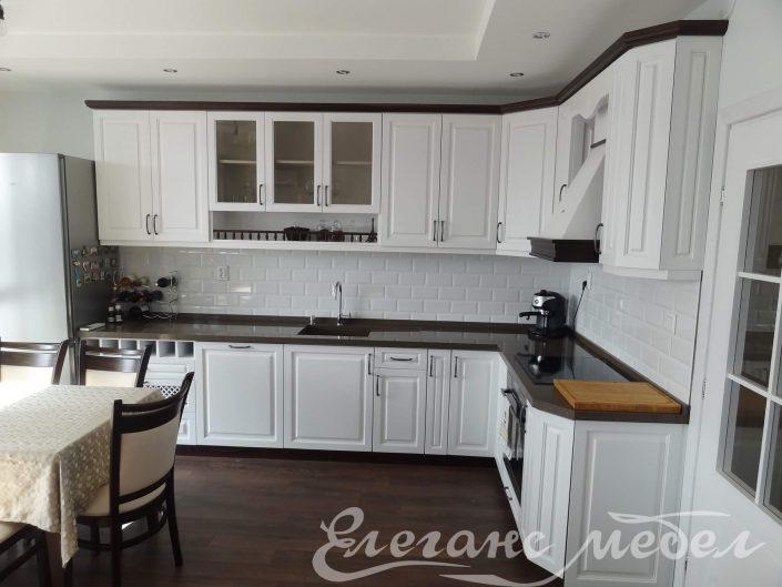 Кухня изработена от дърво