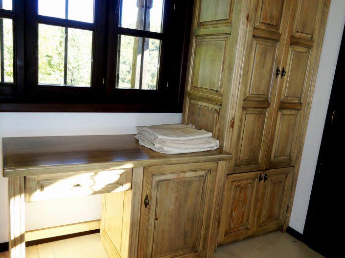 Гардероб и бюро от масив