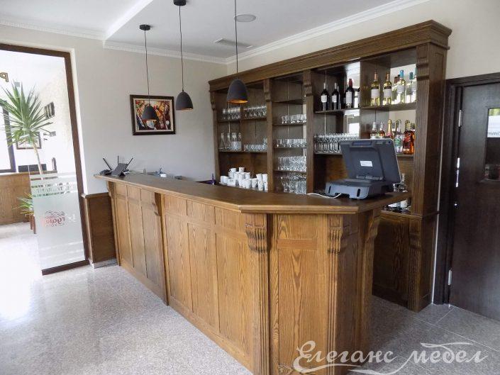 Обзавеждане за бар с орнаменти