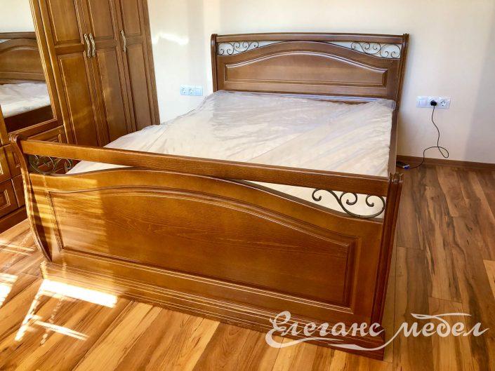 Легло от масив с ковано желязо