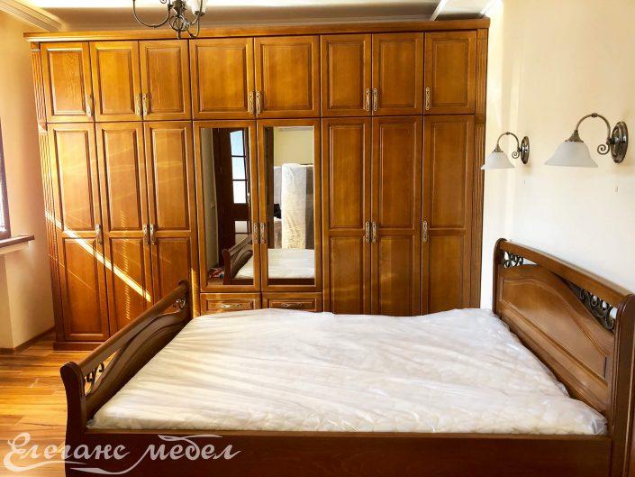 Спалня от масив с ковано желязо