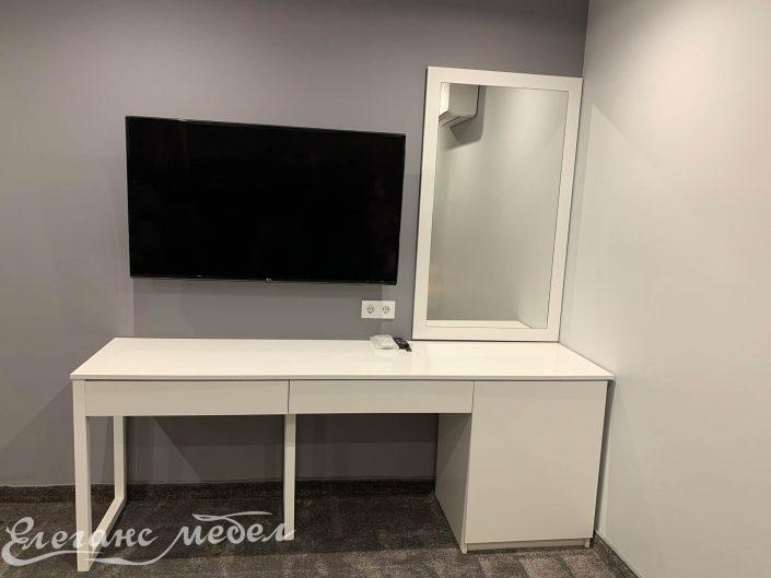 TV шкаф към хотелска стая