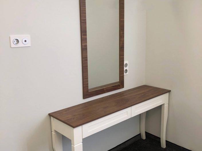 Тоалетка и огледало комбинация от орех и бук