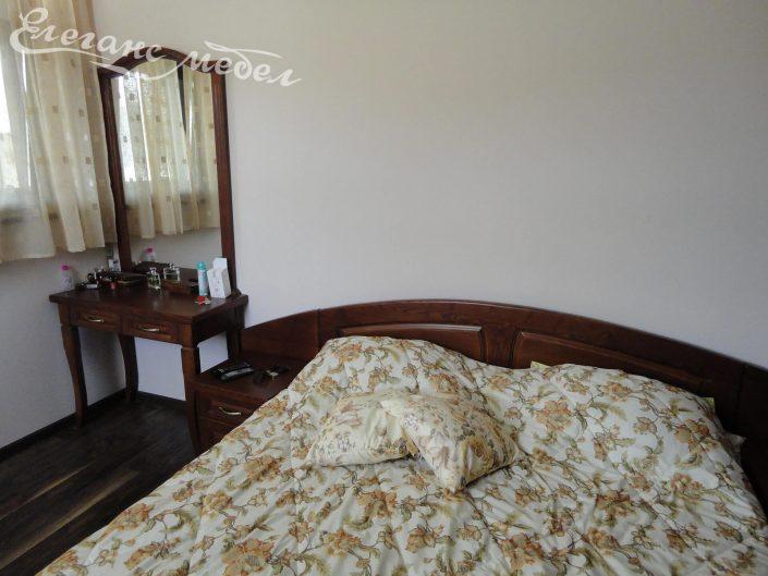 Спалня и тоалетка с огледало от масив