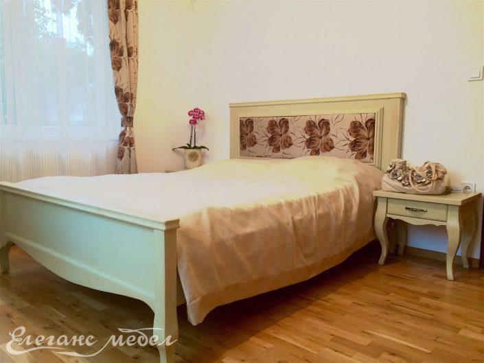 Легло с дамаска и барокови крака