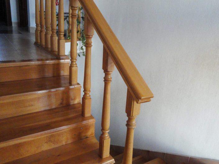 Дървено стълбище