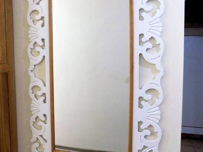 Огледало от масив в два цвята с орнаменти